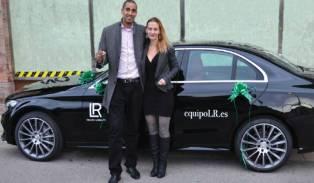Entrega de un nuevo Mercedes Benz LR a los Jefes de Organización Bronce Philippe Gay & Barbara Baumlova